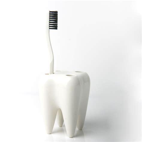 propaganda  toothbrush holder tooth white