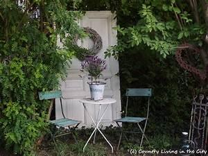 white shabby country living in the city With französischer balkon mit shabby chic deko garten