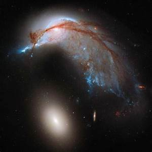 Galaxy Crash Spawns Cosmic Penguin in Hubble Telescope Photo