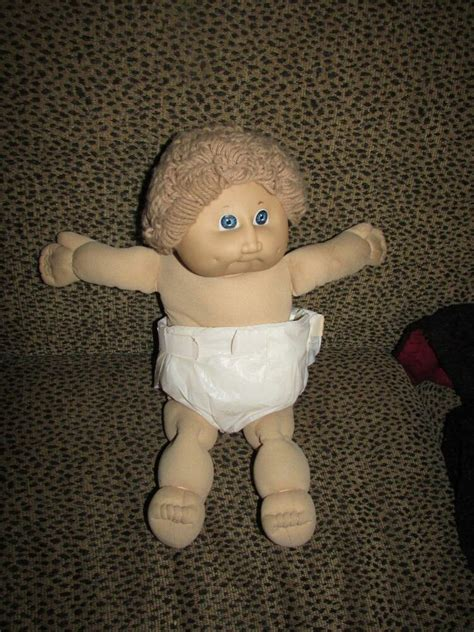 VINTAGE CABBAGE PATCH DOLL 1985 CURLY HAIR BABY