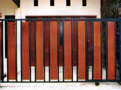 contoh desain pagar minimalis  kayu  unik