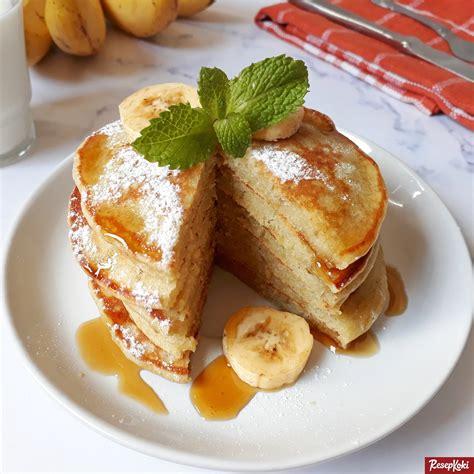 Buat kamu yang tinggal di rumah atau di kosan dan kepikiran untuk masak pancake buat sarapan besok, yuk cek tujuh pilihan resep pancake berikut ini!.tips.makanan.kuliner.lezat. Pancake Pisang Mengembang Fluffy dan Empuk - Resep | ResepKoki