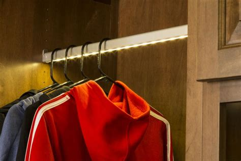 led closets light temperatures affect clothing color