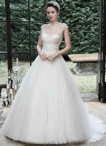 robe de mariã e avec traine robe de mariée princesse avec longue traine pas cher idées et d 39 inspiration sur le mariage