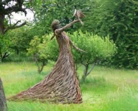 garten sprüche moderne gartenskulpturen machen ihren garten innovativ archzine net