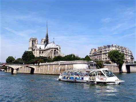 Bateau Mouche Facts by Seine River Boat Tours Paris Bateaux Mouches With A Dog