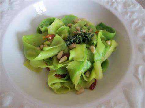 comment cuisiner une courgette les tagliatelles de courgette une recette facile