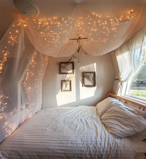 creative ways  decorate  bedroom  string lights
