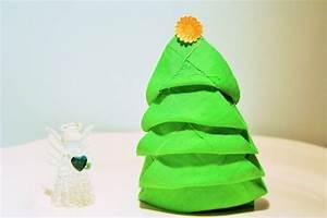 Tannenbaum Aus Serviette Falten : 40 bildsch ne ideen wie sie servietten weihnachtlich ~ Lizthompson.info Haus und Dekorationen