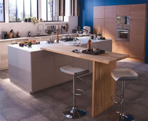 plateau pivotant cuisine cuisine avec coin repas table bar îlot pour manger