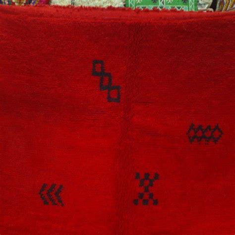 tapis rouge de chichaoua maroc teinte naturelle rouge