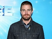 Arrow's Stephen Amell Suffers a Panic Attack Mid-Interview ...