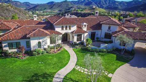 britney spears lists  mansion fit   pop star zillow