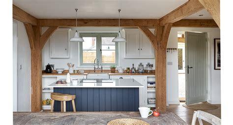 Trending Kitchen Designs in 2016: Cottage Kitchens