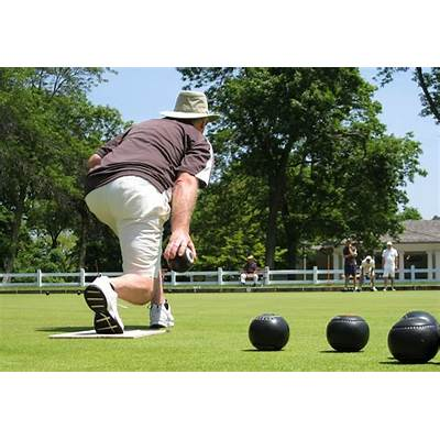 Summer lawn bowls in Milwaukee WI - LawnBowls CENTRAL