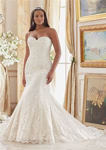 Lace appliques on tulle plus size wedding dress style for Large size wedding dresses