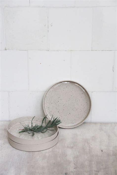 teller mit hohem rand teller mit hohem rand schale und tablett grau steinzeug grey plate modern living
