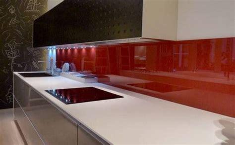 installation plan de travail cuisine découpe et installation de crédence de cuisine en verre à
