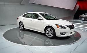 2013 Nissan Altima Gets Segment
