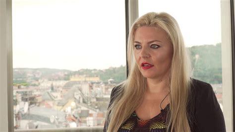 Simona kijonková je česká podnikatelka, majitelka společnosti zásilkovna. Simona Kijonková, zakladatelka Zásilkovny, o svém ...