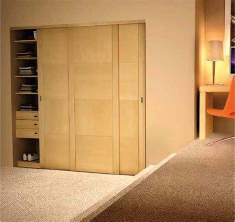 porte coulissante placard bois porte de placard standard guidessentiel