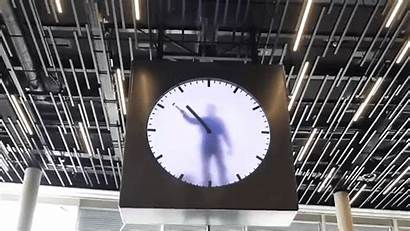 Clock Performance Maarten Baas Piece Hands Artist