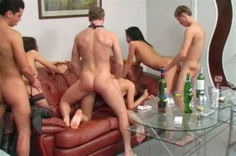 Hot College Girls And Their Fuck Buddies Having Group Sex