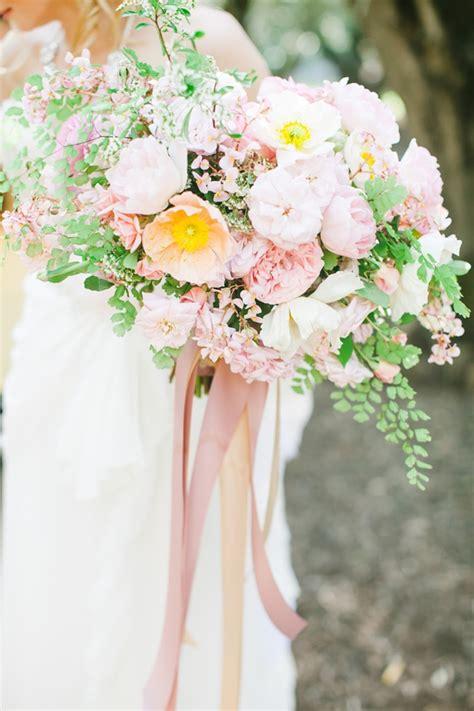 types  wedding bouquets  bride
