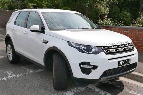 delving   differences land rover discovery sport