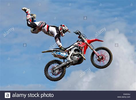 video freestyle motocross a member of the bolddog lings freestyle motocross display