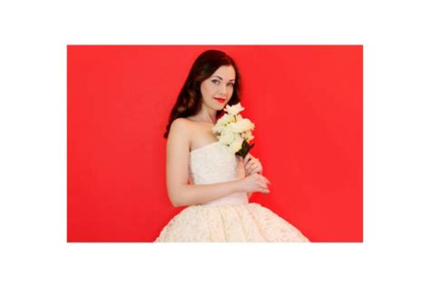 Wedding Gowns With Vintage Glamour