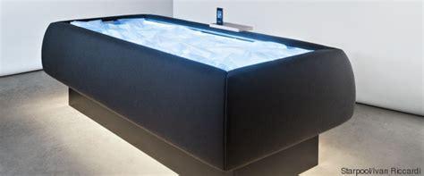 bureau suspendu photos le matelas à eau réinventé pour faire la sieste
