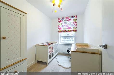 a quel age met on bebe dans une chaise haute quel éclairage dans la chambre de bébé le mag bebe