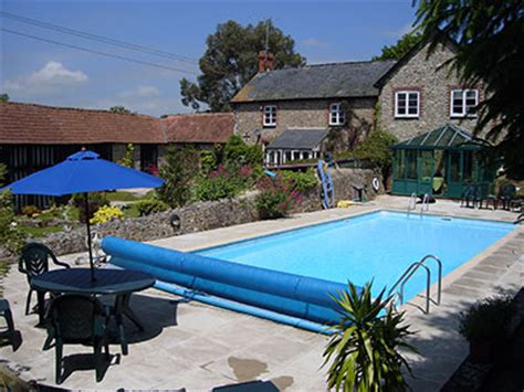 holiday cottages with swimming pool beer