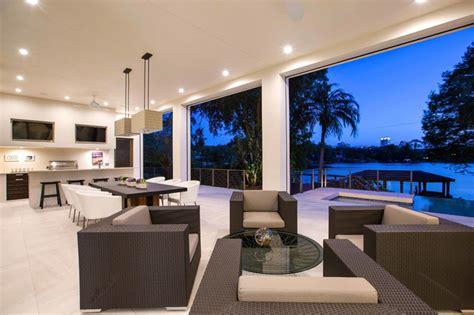 mezzanine dans une chambre maison contemporaine en floride au design luxueux et