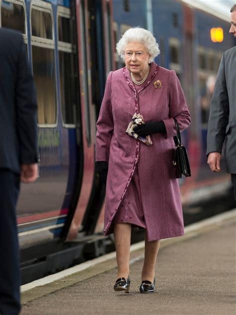 Naštěstí se královna alžběta ii. Co se stane, až zemře britská královna Alžběta II.? Známe ...