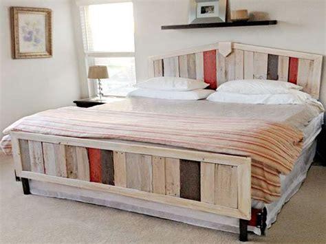 canapé en palette plan 34 idées de lit en palette bois a faire pour la chambre
