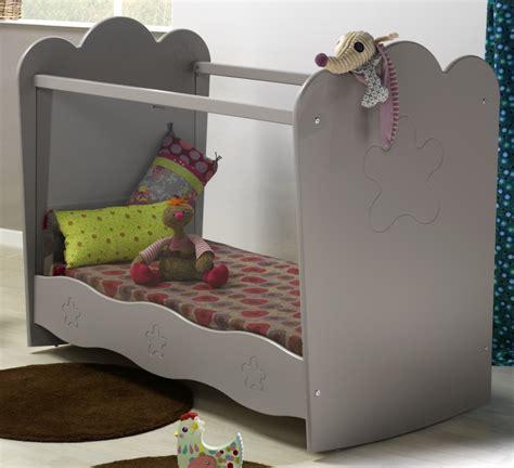 autour de bebe lit evolutif bien choisir premier lit alfred et compagnie