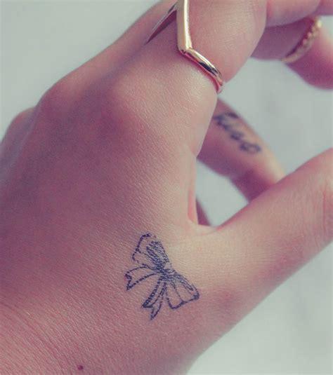 photo tatouage main noeud