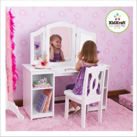 bureau pour chambre de fille une coiffeuse dans la chambre des filles