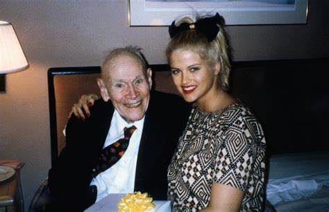 obvious history  anna nicole smith ended  marrying