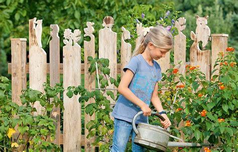 gartenzaun als deko schablonen f 252 r zaunk 246 pfe garten garden zaun garten