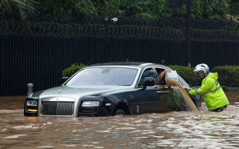 Gambar Mobil Gambar Mobilrolls Royce Ghost by Foto Mobil Rolls Royce Kena Banjir Di Jakarta Mendunia