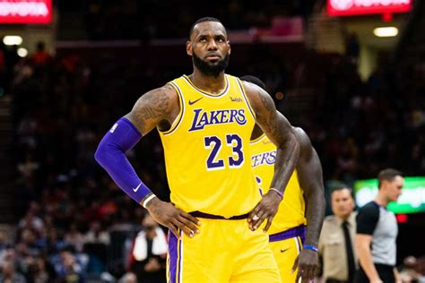 nba wrap lebrons lakers fall  hawks celtics edge