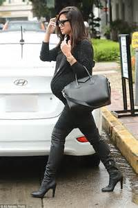 Pregnant Vanessa Lachey emerges from hair salon | Daily ...