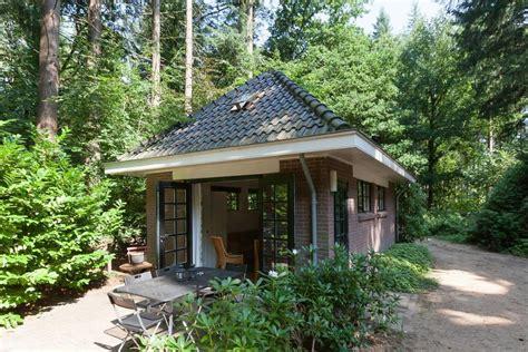 huisje 9 personen huren vakantiehuis bos huisje nederland putten booking