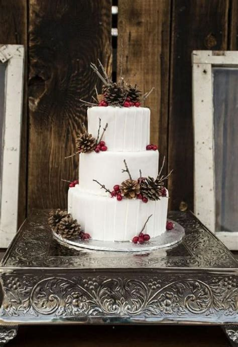 25 Winter Wedding Cakes Decorated With Berries