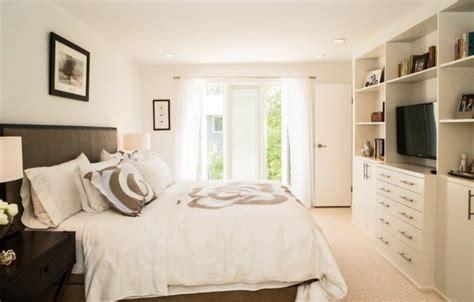 chambre adulte petit espace chambre adulte avec grande fenêtre 27idées sympas