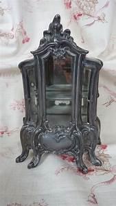 Vitrine Metall Glas : miniature antique french cast metal display cabinet vitrine floral from frenchfadedgrandeur on ~ Whattoseeinmadrid.com Haus und Dekorationen