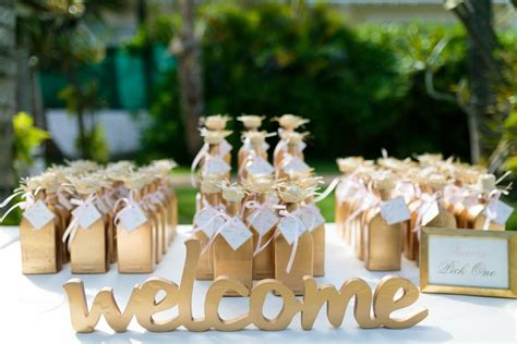 wedding  bags  favors  guests  love destination wedding details